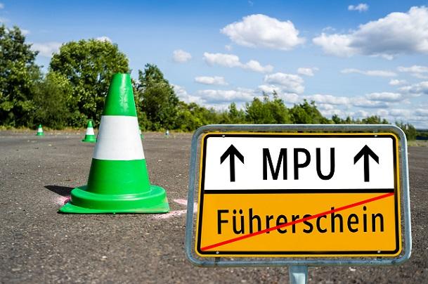Sie müssen laut Anordnung zur MPU bei einem Sachverständigen vorstellig werden, der Ihnen die Fähigkeit zum Führen eines Kraftfahrzeugs im Straßenverkehr bescheinigt.