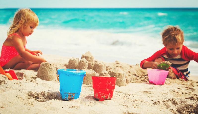 Am Strand entspannen Sie bei einem Sonnenbad, machen einen gemütlichen Spaziergang im Sonnenuntergang oder bauen gemeinsam mit Ihren Kindern Sandburgen. Der Strand an der Atlantikküste ist ebenso beeindruckend, wie die Strände an den drei Seen im Gemeindegebiet. (#02)