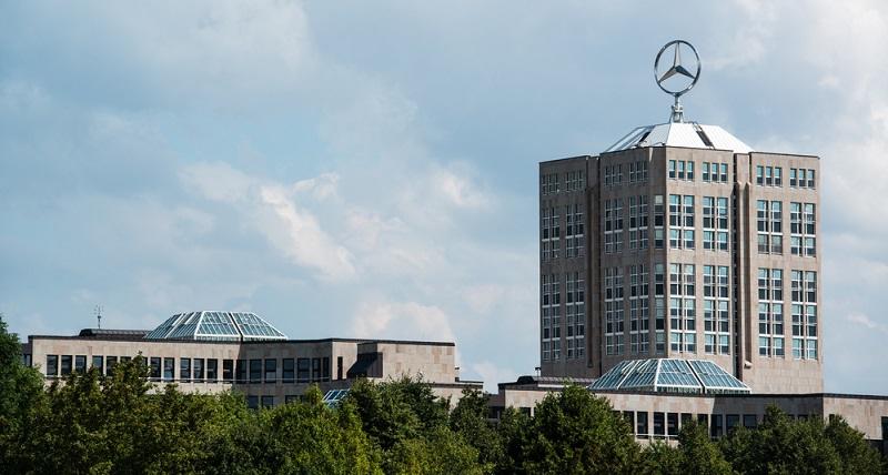 In der Firmenzentrale von Mercedes entstehen neue Ideen für den Verkehr der Zukunft. (Fotolizenz- shutterstock Frank Gaertner)