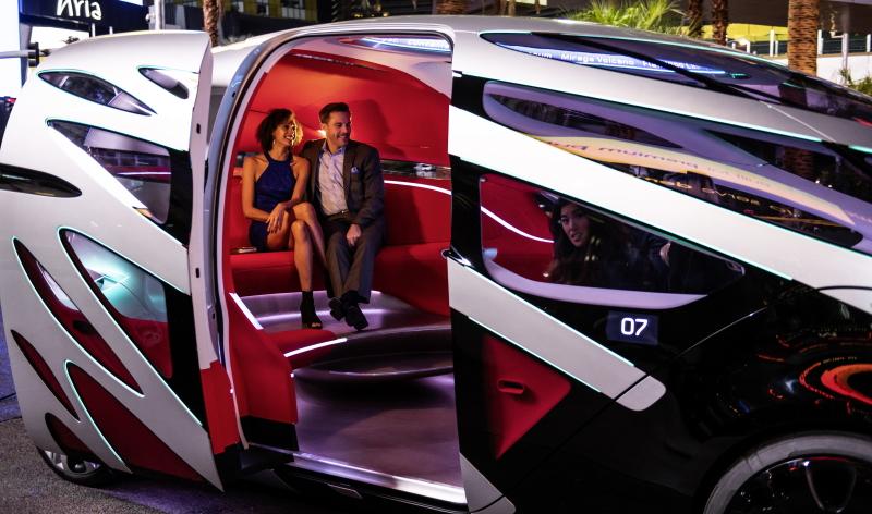 Der großzügige Innenraum bietet Platz für 12 Personen. ( Bildnachweis: © Daimler)